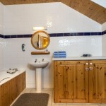 Mount Brandon Self Catering Cottages Bathroom